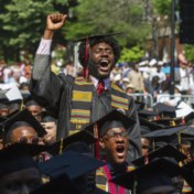 Rijke weldoener betaalt lening van afgestudeerden