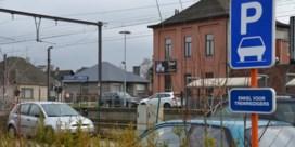 Treinreiziger baalt van betalend parkeren aan station