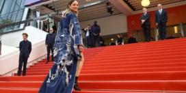 Shorts en een blote buik: Marion Cotillard daagt dresscode Cannes uit