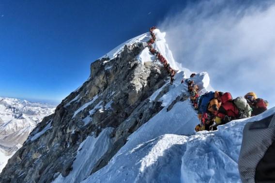 Dodentol op Mount Everest loopt op: al tien doden te betreuren