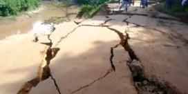 Zware aardbeving in Peru scheurt aardoppervlak open