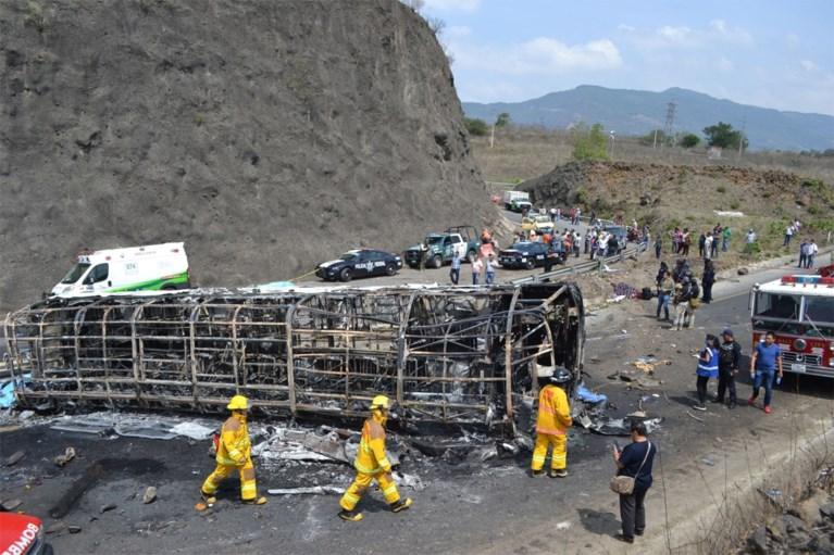 Minstens 21 doden bij busongeval in Mexico