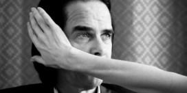 Nick Cave in De Roma: God is een sterveling met een haarstukje