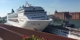 Cruiseschip ramt toeristenboot in Venetië