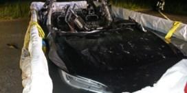 Brandende batterij moet het bad in