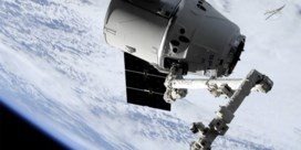 Dragon-ruimtecapsule van SpaceX valt veilig in zee