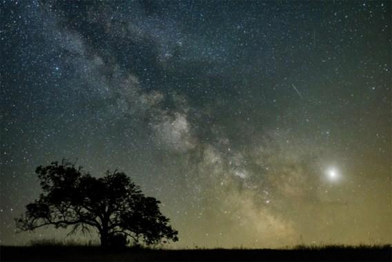 Ons zonnestelsel laat zich deze maand van zijn mooiste kant zien