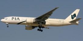 Vliegtuigpassagier op zoek naar toilet opent nooduitgang