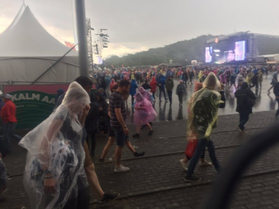 Wateroverlast na felle neerslag, feesteditie van Pinkpop regent uit