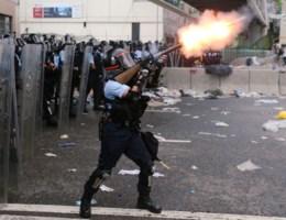 Betogers en politie in Hongkong slaags tijdens massaal protest tegen omstreden wetsvoorstel