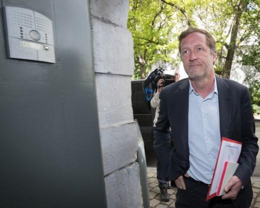Vlaamse partijen reageren afwijzend op 'noodregering' van Magnette