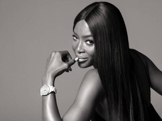 Vogue krijgt Naomi Campbell uit de kleren