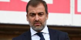 Nog geen jaar na het voetbalschandaal is makelaar Bayat helemaal terug