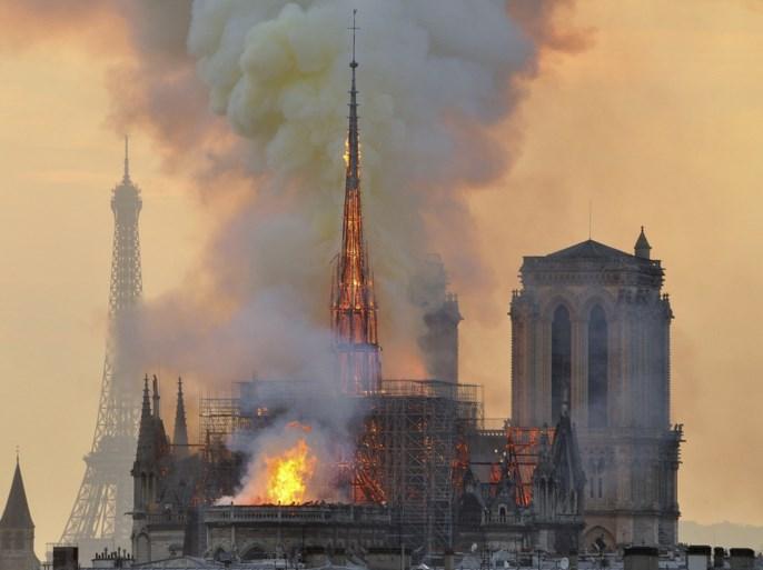 Eerste misviering na verwoestende brand in Parijse Notre-Dame