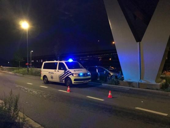 Wagen crasht tegen brug na politieachtervolging op Antwerpse ring