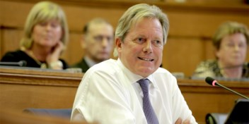 Na hele reeks schandaaltjes wil Geert Versnick ereschepen worden: 'Hallucinant'