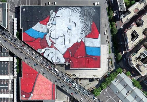 Graffitikunstenaars toveren dak om tot reusachtig schilderij