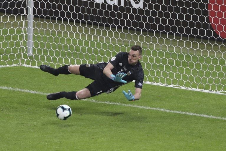 Argentinië ontsnapt door gemiste penalty maar net aan tweede nederlaag op Copa América
