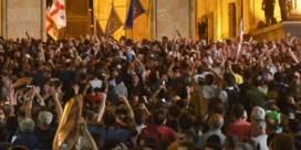 Duizenden demonstranten proberen Georgische parlement te bestormen