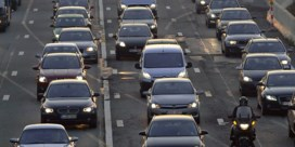 Ongeval op E40 zorgde voor zware verkeershinder, motorrijder in levensgevaar