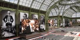Beroemdheden herdenken Karl Lagerfeld in Parijs