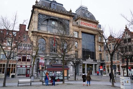 Meer dan driehonderd betogers tegen Vlaams Belang in Gent