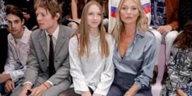 Kate Moss neemt dochter mee naar catwalkshow