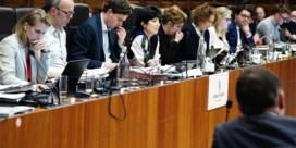 Voorzitter Gentse gemeenteraad: 'In korte broek naar zitting komen, haalt instelling naar beneden'