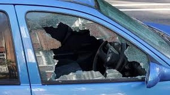 Politie moet baby uit snikhete auto bevrijden