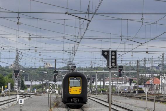 Spoorverkeer verstoord door defecte trein in Brussel-Noord