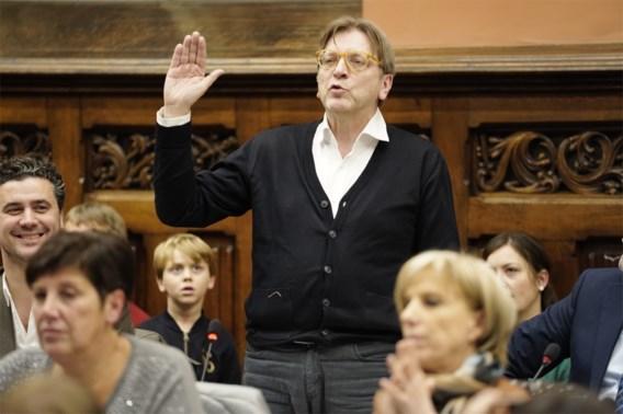 Kritiek op Guy Verhofstadt, die zijn kat naar Gentse gemeenteraad stuurt
