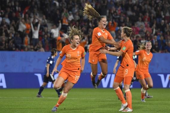 Nederland kruipt door het oog van de naald tegen Japan maar staat na omstreden strafschop in kwartfinale van WK vrouwenvoetbal