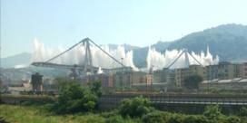 Slow motion video toont volledige instorting viaduct Genua