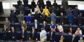Europees Parlement van start met incident: Annemans en brexiteers krijgen uitbrander