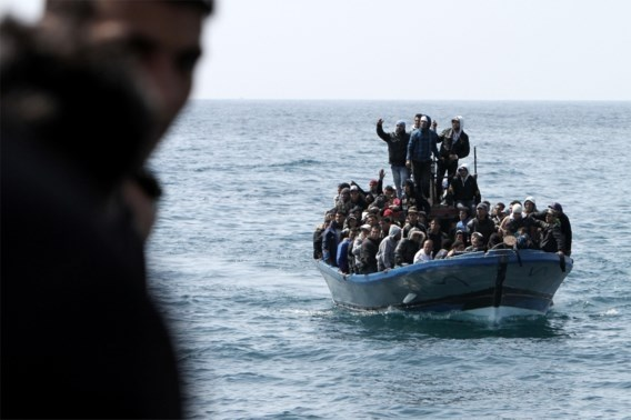 Tientallen migranten vermist nadat boot gezonken is voor kust Tunesië