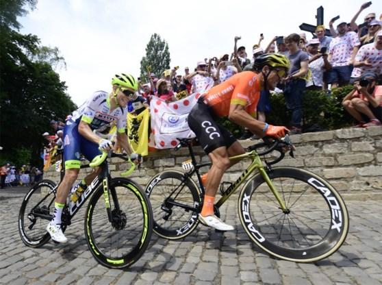 Greg Van Avermaet komt als eerste boven op volgepakte Muur van Geraardsbergen en is meteen zeker van bolletjestrui in Tour de France