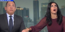 Nieuwslezers kruipen tijdens live-uitzending onder desk door aardbeving