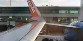 Twee vliegtuigen botsen aan gate op Schiphol