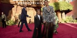 Beyoncé en Blue Ivy matchen op rode loper van 'The lion king', Simba in Balmain en Pumbaa met kleurrijk hemd