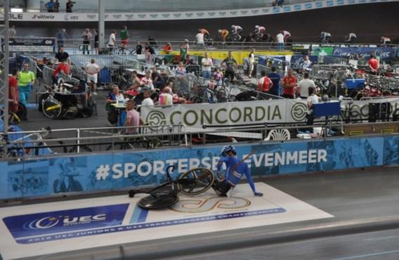 Italiaanse renner gespietst door een losgekomen plank op piste in Gent