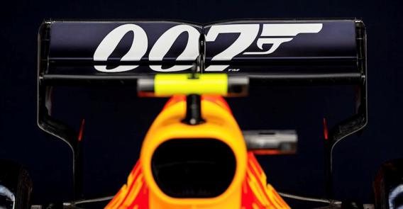 James Bond op F1-bolide tijdens Britse GP