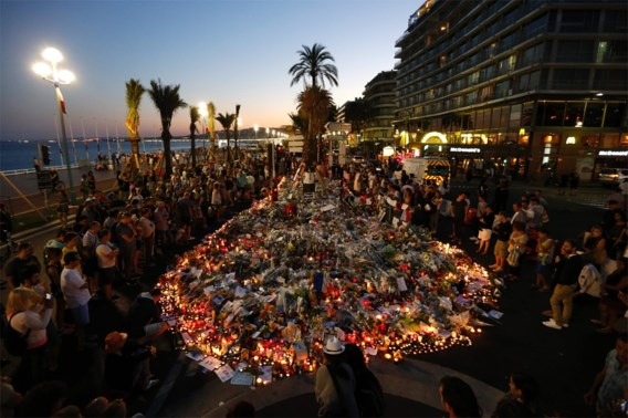 Nice schiet drie jaar na aanslag weer vuurwerk af op promenade