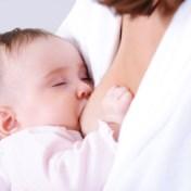KLM onder vuur omdat moeder die borstvoeding geeft, gevraagd werd zich te bedekken