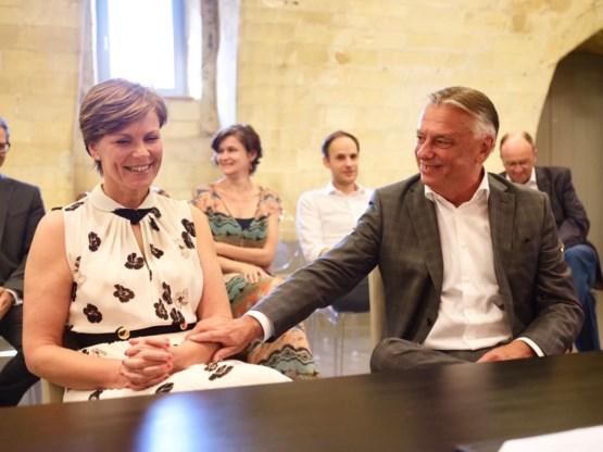 Kamervoorzitter Patrick Dewael en Greet Op De Beeck in besloten kring getrouwd