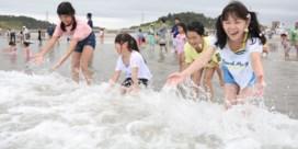 Strand bij Fukushima acht jaar na ramp opnieuw open
