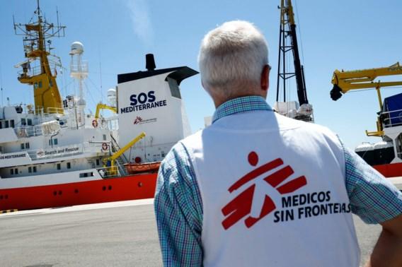 Cruiseschip pikt 111 migranten op voor Griekse kust