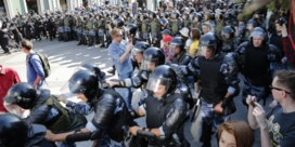 Zo pakt de Russische politie betogingen aan