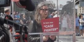 Herman Brusselmans opgesloten in kooi op Gentse Korenmarkt
