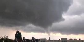 Amateurbeelden tonen krachtige windhozen boven Amsterdam