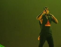 A$AP Rocky voor het eerst weer op podium: 'Hopelijk ben ik niet schuldig'